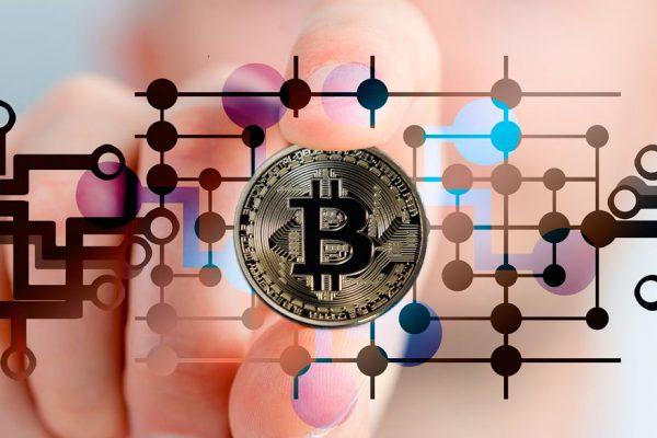 Bancos centrales y sus políticas estarían ayudando a elevar precio del Bitcoin