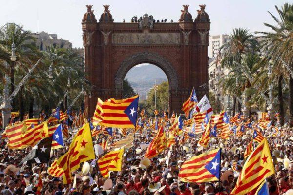 Independentistas catalanes obtienen mayoría absoluta