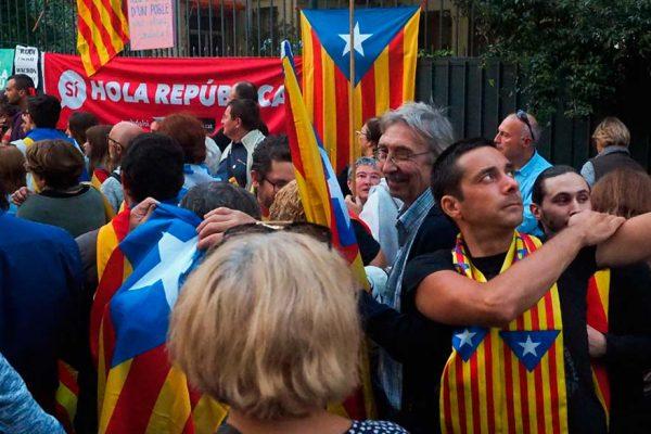 Cataluña prepara independencia entre inquietud económica