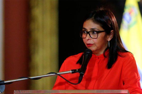 Delcy Rodríguez rechazó declaraciones del presidente del Congreso de Perú