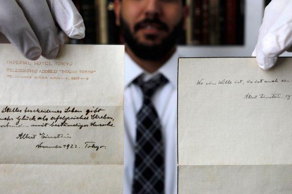 Manuscrito de Einstein sobre la felicidad subastado en $1,56 millones