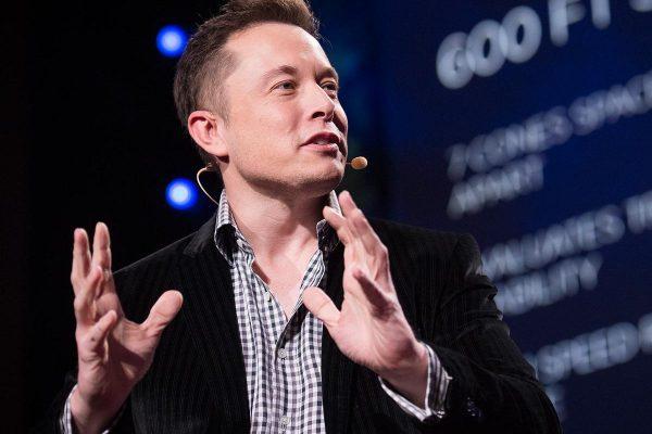 Musk se comprometió a producir una «pickup» eléctrica