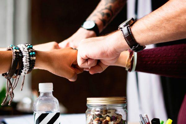Consejos para iniciar un buen un negocio con amigos