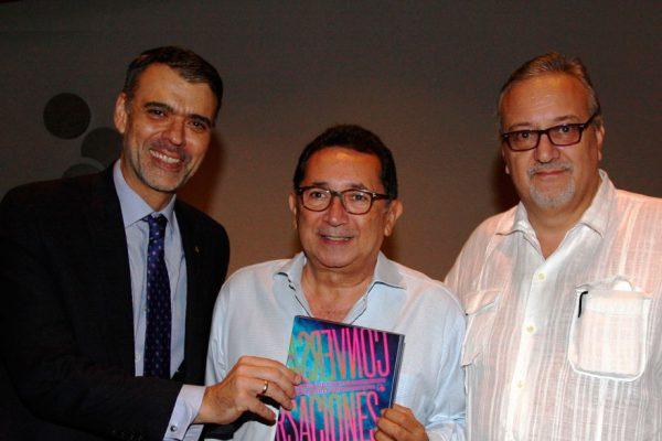 Banesco bautizó libro «70 años de conversaciones con escritores de paso»