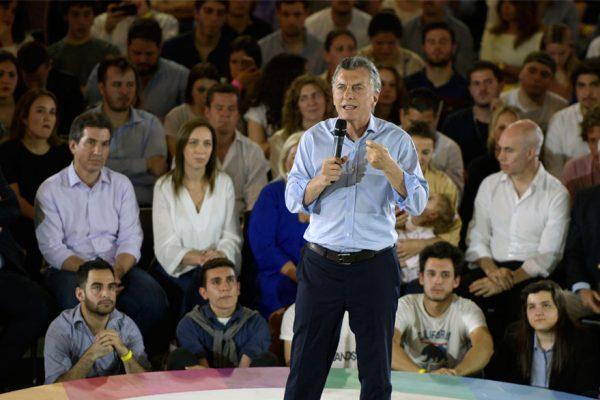 Bolsa argentina sube casi 3% tras respaldo electoral a Macri