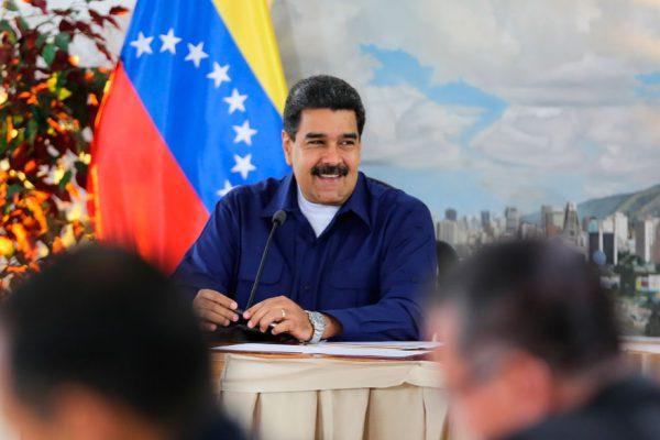 Maduro arremete contra la «dictadura» de las redes sociales