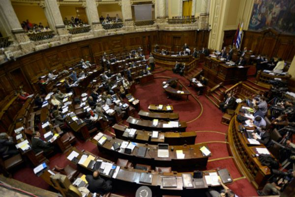 Oposición uruguaya presiona al gobierno por crisis venezolana