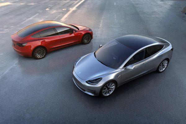 Tesla supera en capitalización a Facebook en día de triple récord en Wall Street