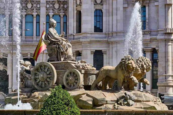 España supera los 4 millones de solicitantes de empleo por primera vez en 5 años