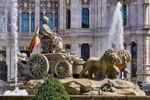 Sector servicios de España sufre una caída récord «sin precedentes» en marzo