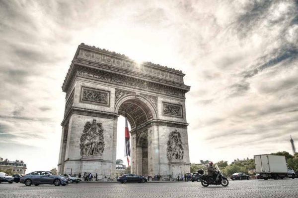 Francia anuncia 762 muertes en 24 horas por coronavirus, cifra más alta en un día