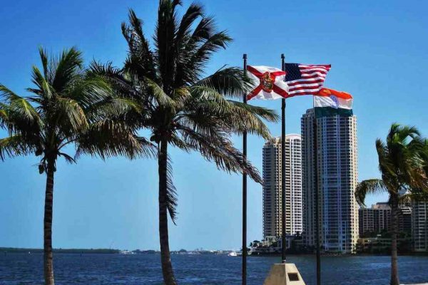 Consulado de Venezuela en Miami enfrenta desalojo por deuda