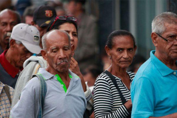 Ancianos aceptan con austeridad y soledad la crisis de migración