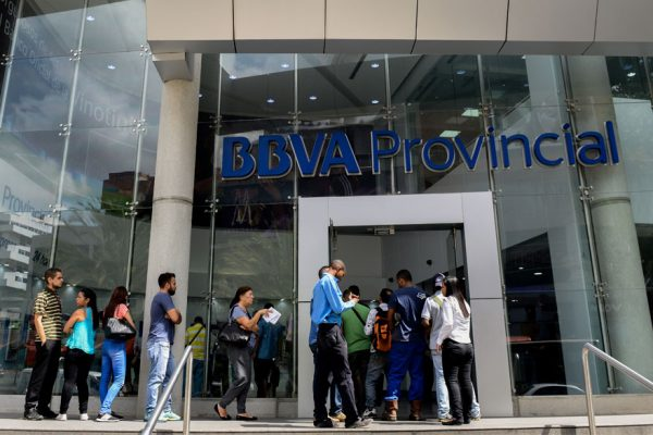 Banca venezolana registra más ingresos por servicios que por préstamos