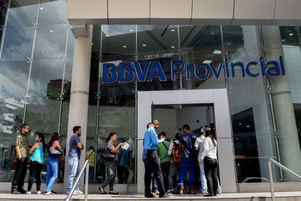 Gastos de personal de la banca venezolana subieron 109.445,9% en 2018