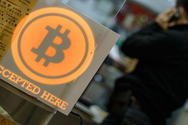 Bitcoin rompe nuevo récord y se cotiza a $12.800