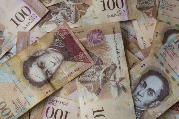 Gobierno prorroga otra vez circulación del billete de Bs 100