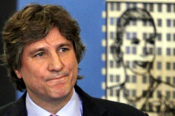Detienen a exvicepresidente argentino por causa judicial