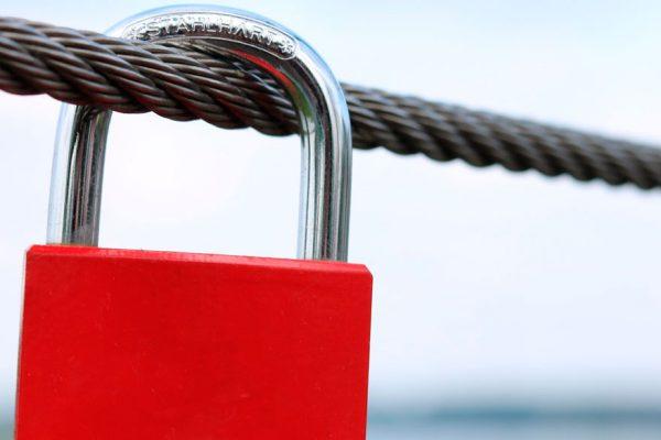 Informe especial | Riesgo de default y sanciones europeas señalan posible bloqueo financiero