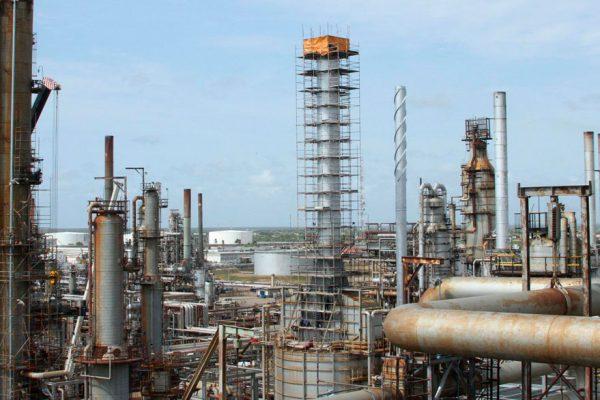 Pdvsa reactiva unidad clave para producción de gasolina en Refinería Cardón