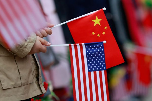 EEUU y China se reúnen en busca de una salida a sus tensiones