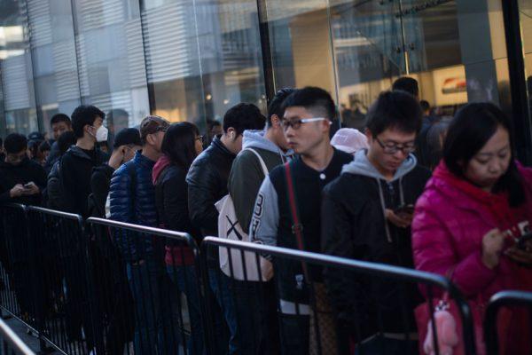 Cientos de personas hacen cola en Sídney y Shanghái por lanzamiento del iPhone X