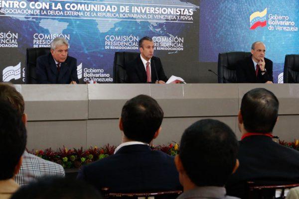 Gobierno asegura que refinanciación de deuda «inició con éxito»