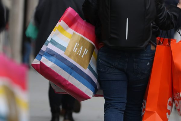 Confianza de los consumidores estadounidenses registra su mayor caída histórica
