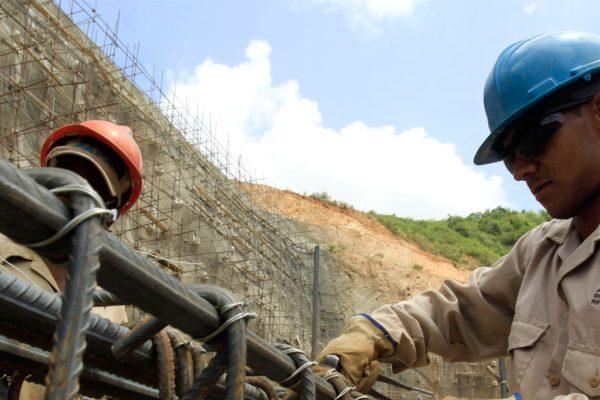 Enrique Madureri advierte paralización del sector construcción