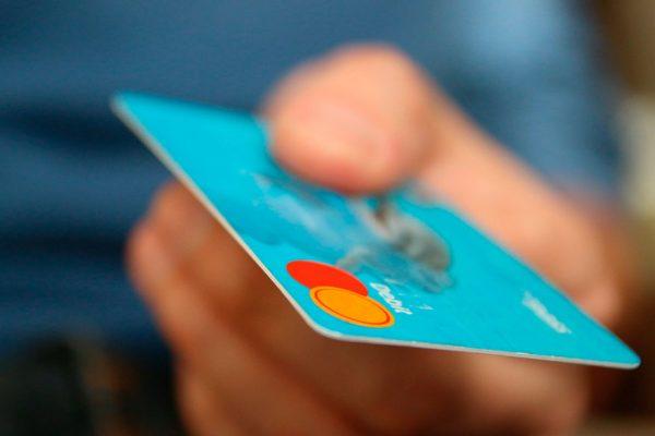 Advierten riesgos de tarjetas de pago sin contacto
