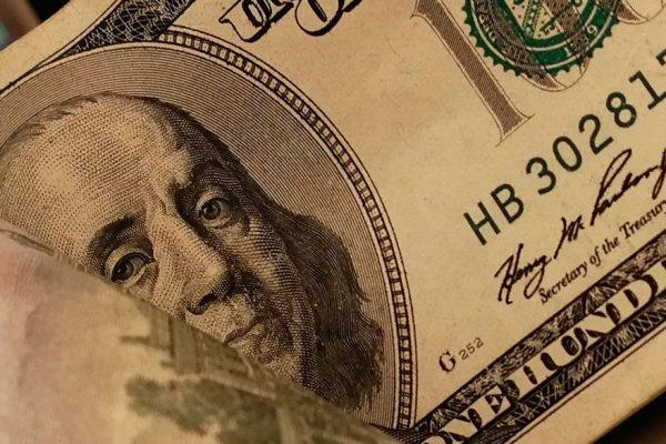 Dólar paralelo alcanzó récord al iniciar la semana en Bs.101.001,84