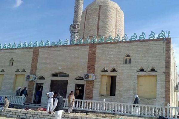 Al menos 235 muertos en ataque contra una mezquita en el Sinaí egipcio
