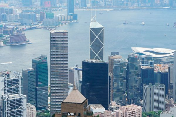 Hong Kong intenta atraer inversiones en Davos tras meses de protestas