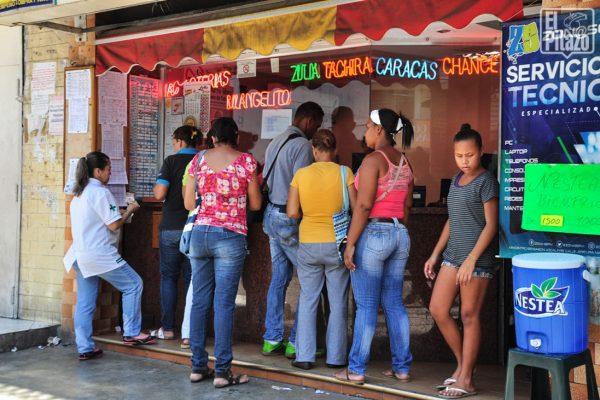 Reuters: Venezolanos en crisis se refugian en las apuestas