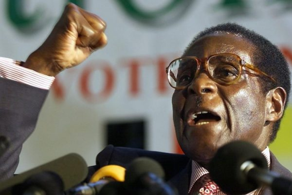 Mugabe renuncia a presidencia de Zimbabue