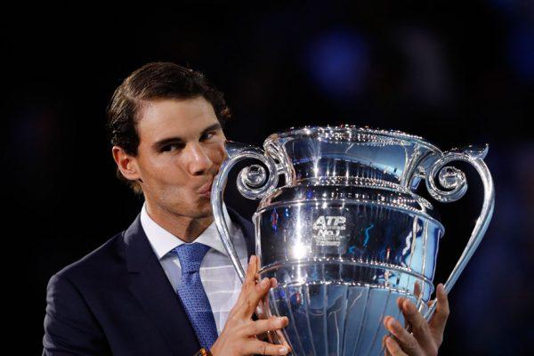 Rafael Nadal recibe trofeo de número uno de final de año