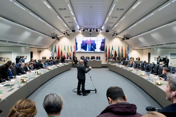 OPEP+ adelanta reunión ministerial al sábado para abordar acuerdo del recorte de la oferta