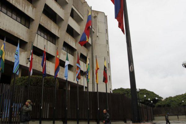 TSJ interviene a Acción Democrática y entrega sus símbolos y tarjeta a Bernabé Gutiérrez