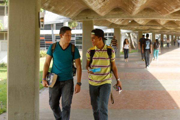 Universidades modificarían sus horarios por crisis en el país