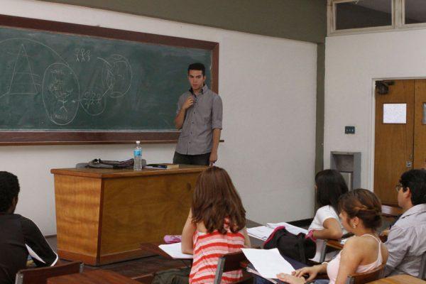 En escuelas del interior del país se mantienen horarios restringidos