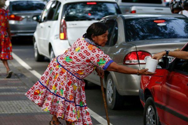 Waraos venezolanos se lanzan a un futuro incierto en Brasil