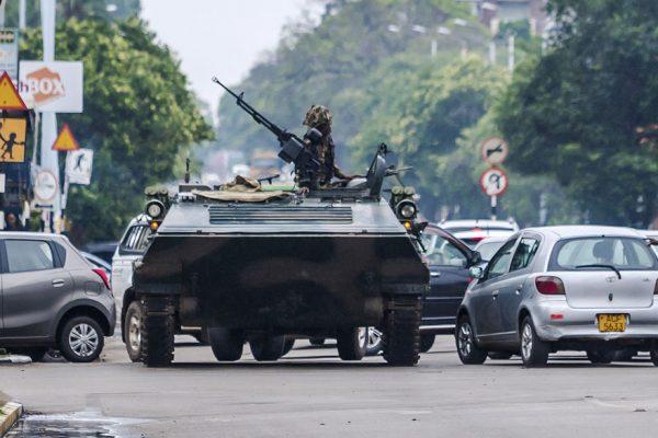 Militares intervienen en Zimbabue para eliminar a