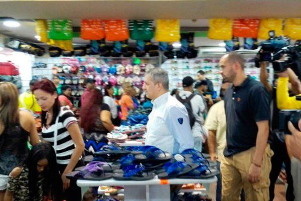 La Sundde desplegó operativo en tiendas textiles y de calzado en Caracas