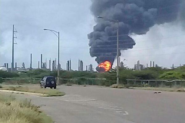 Reportan incendio en una unidad de refinería Amuay