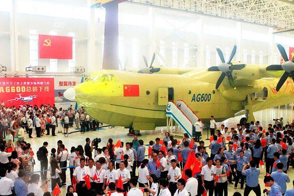El mayor avión anfibio del mundo realizó su vuelo inaugural en China