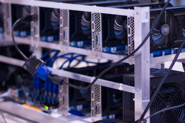 Autorizan a dos empresas para importar equipos de minería digital