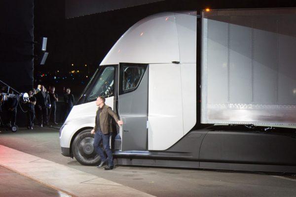 PepsiCo reserva flota de 100 camiones eléctricos de Tesla