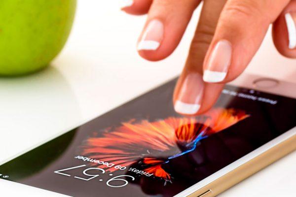 """Apple se disculpa por el """"malentendido"""" de los iPhone lentos"""