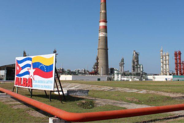 Cuba compra petróleo buque incluido para evitar sanciones de EEUU