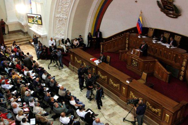 Constituyente convoca elecciones presidenciales antes del 30 de abril